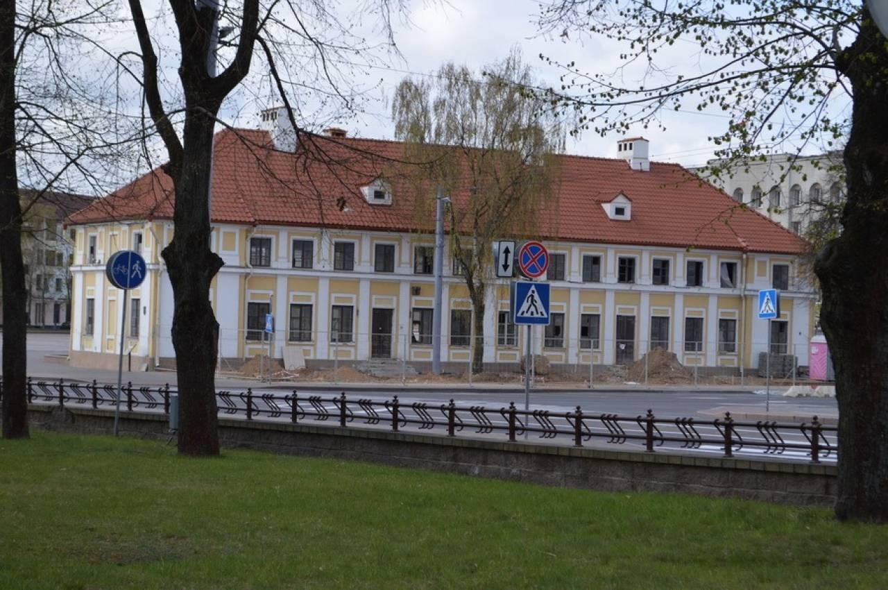 «Дом Тызенгауза» в центре Гродно оказался без фундамента, с утеплителем из камыша и с окнами всевозможных размеров